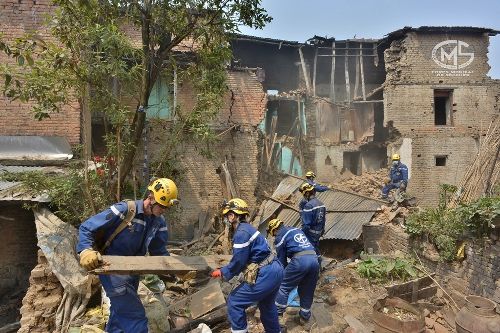 Ces 20 dernières années, les catastrophes telles que les inondations, sécheresses ou vagues de chaleur ont doublé. Rechercher et assister les victimes de catastrophes naturelles, telle est la mission des équipes du Corps Mondial de Secours – USAR, qui intervient en première ligne lors de ces événements. Photo CMS-USAR, Népal, avril 2015.